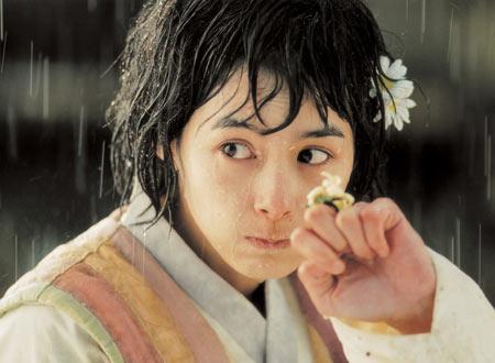 カン ヘギョン演じる村の少女ヨイル