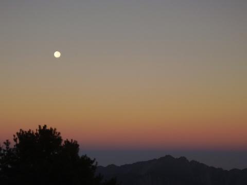 玉山国家公園の月